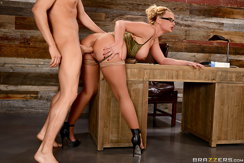 Brazzers - Breaking And Entering And Insertion - Phoenix Marie & Xander Corvus