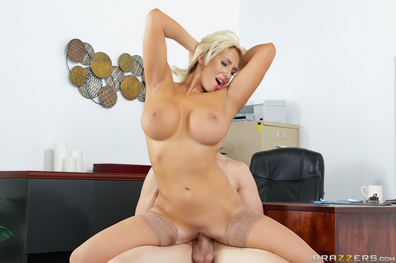 The Deal Breaker - Bruce Venture & Olivia Fox