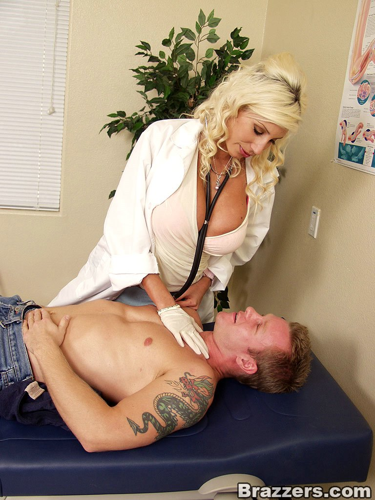 уверены, блондинка лечит мужика педагоги
