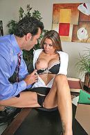 Deep Throat porn video – Satisfying the boss