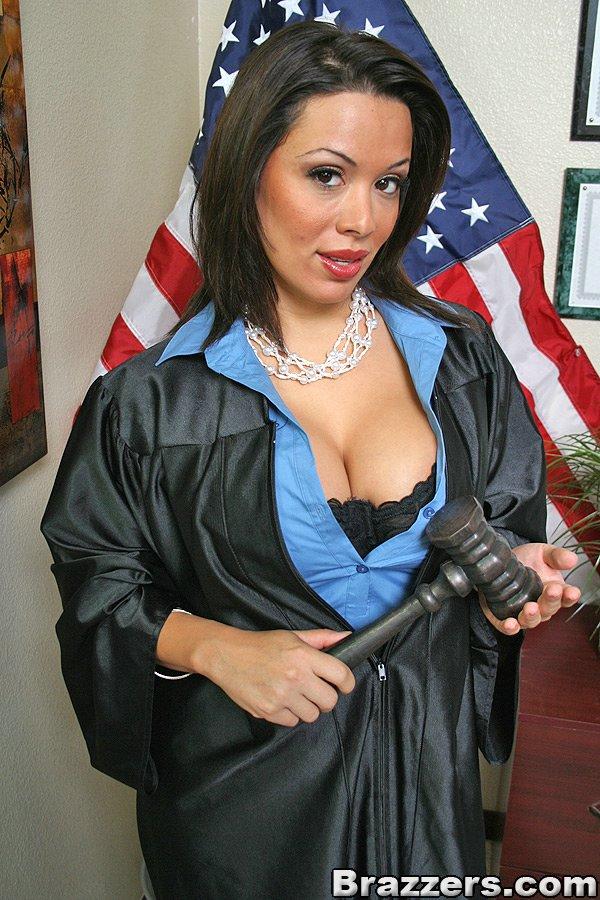 女法官私下要求性賄賂