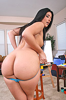 Ass To Mouth porn video – Luscious paints a masterpiece with her phat ass.