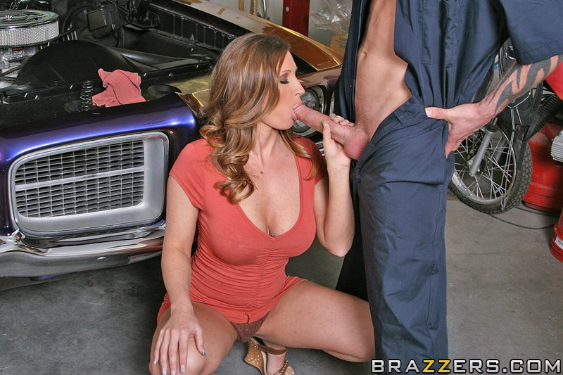 from customer gets video Mechanic blowjob
