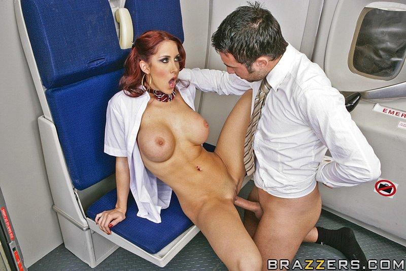 Трахает стюардессу в самолёте порно 16 фотография