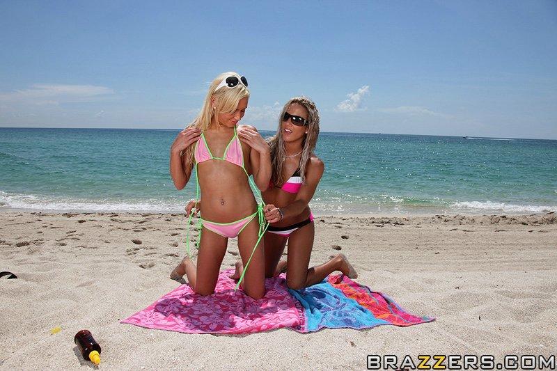 Снять двух блондинок не проблема