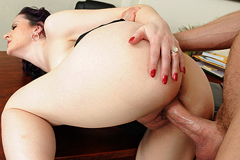 Brazzers Milfs Like it Big - Caroline Pierce