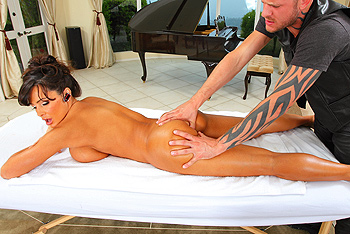 Super Hot Lisa Ann Gets Her Ass Fucked