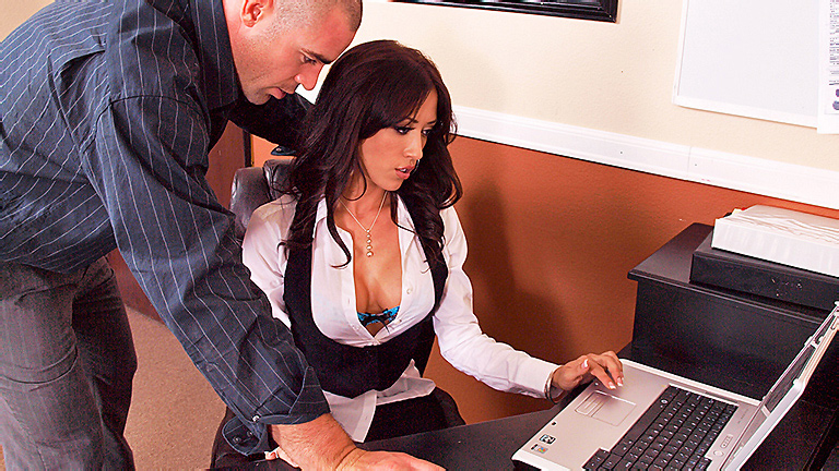 Sexy-office-worker-in-stockings-sex-in-office