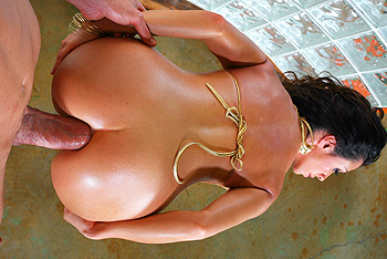 Ariella Ferrera sexy sluts jumps right on the cock and takes it straight up her ass