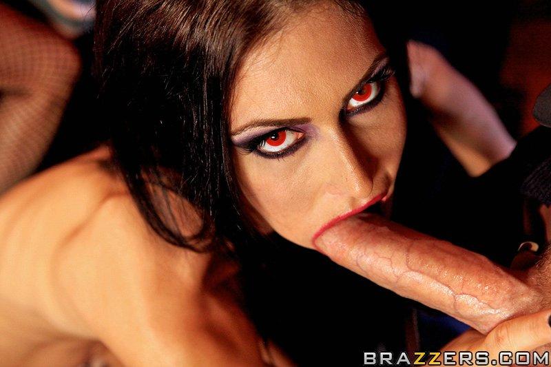 Горячий вампирский секс