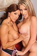 Courtney Cummz, Francesca Le05