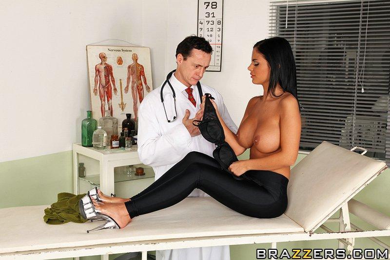 Angelika Black трахается с врачом в кабинете