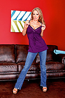 Keiran has lucked out. After months of searching for an apartment, he finally finds an awesome room. Even better, his roommate is one hot momma. One day, while doing Yoga, his sexy roommate Carolyn shows some interest. So Keiran does what any good instructor would do. He gives her a nice taste of his Yoga Bone. from Brazzers Network