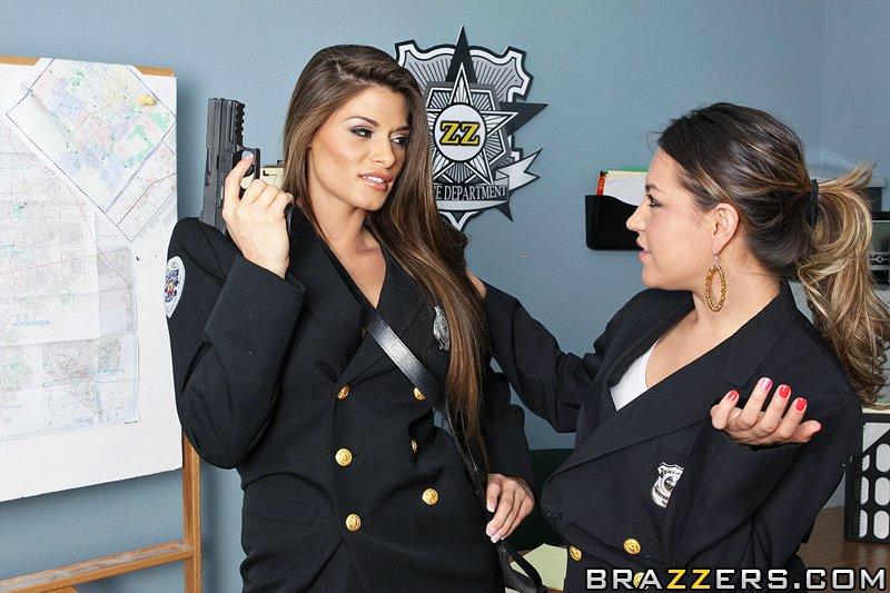 Спец агент хочет удовлетворится большим членом