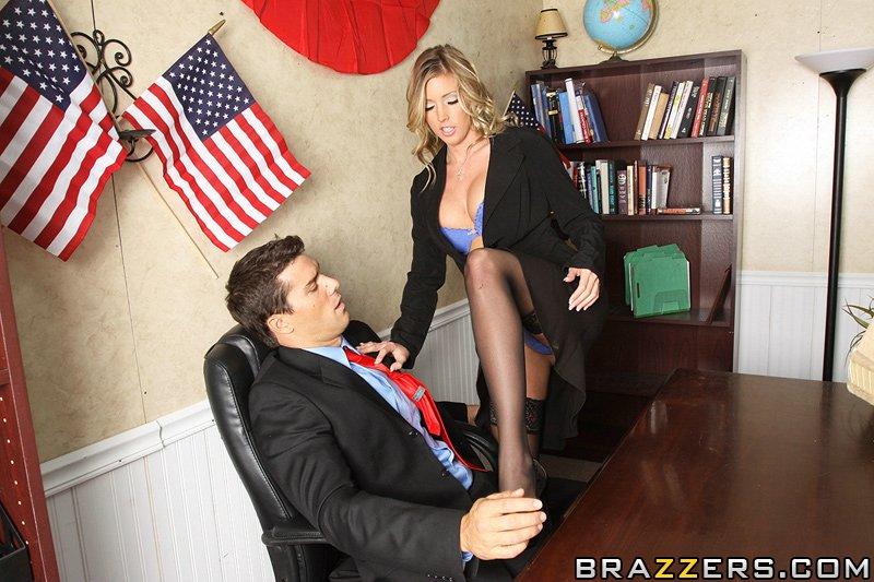 Секс на столе с сенатором Рамоном