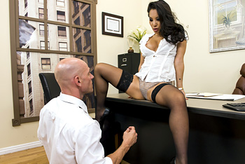 Asian Taylor Dare Gives Nice Blowjob At Office
