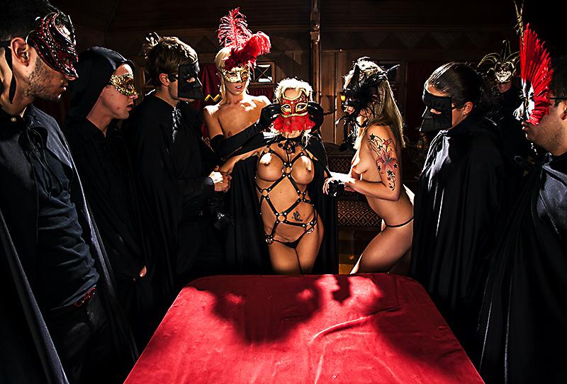 Порно фото сексуальные оргии в масках