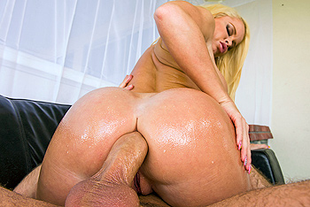 Using Sexy Kettys Ass Hole