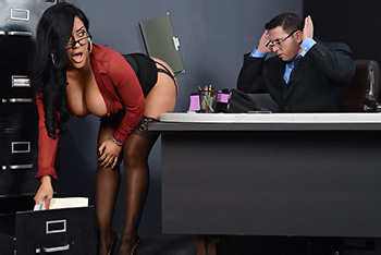 Big Tits At Work &#8211; Kiara Mia &#8211; My Boss Is A Creep