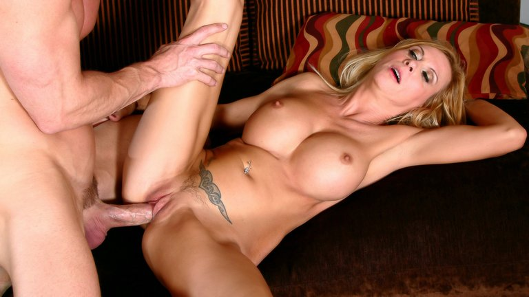 Hot-blonde-MILF-with-big-boobs,-xxx-video