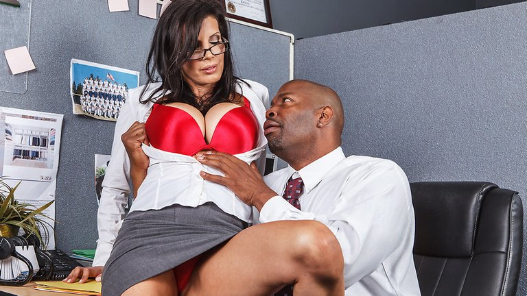Sex-in-office-with-hot-brunette-with-big-boobs,-xxx-video