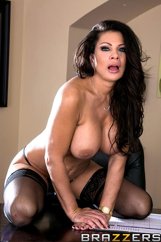 Sexy mature slut amy needs a rough pounding with a big cock - 2 part 8