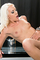 Deep Throat porn video – Striptease Squirtfest