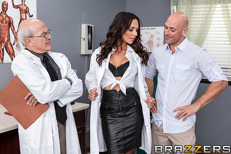 Секс домогание к сиськастой докторше
