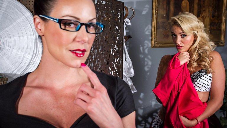 Lesbian photography seduces her live model into lesbian sex
