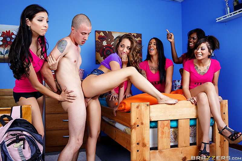 �������� ����������� �� ����������� / Remy LaCroix (Spying on the Sorority) (2014) SiteRip
