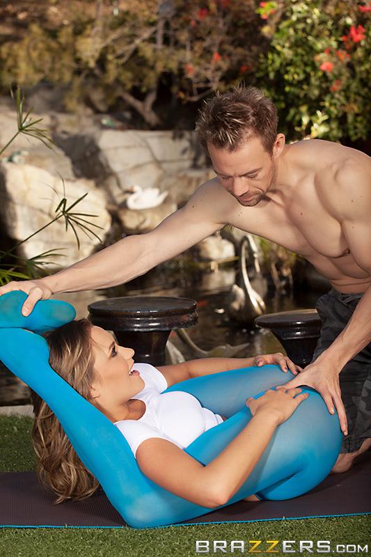 Уроки йоги и секса одновременно с инструктором