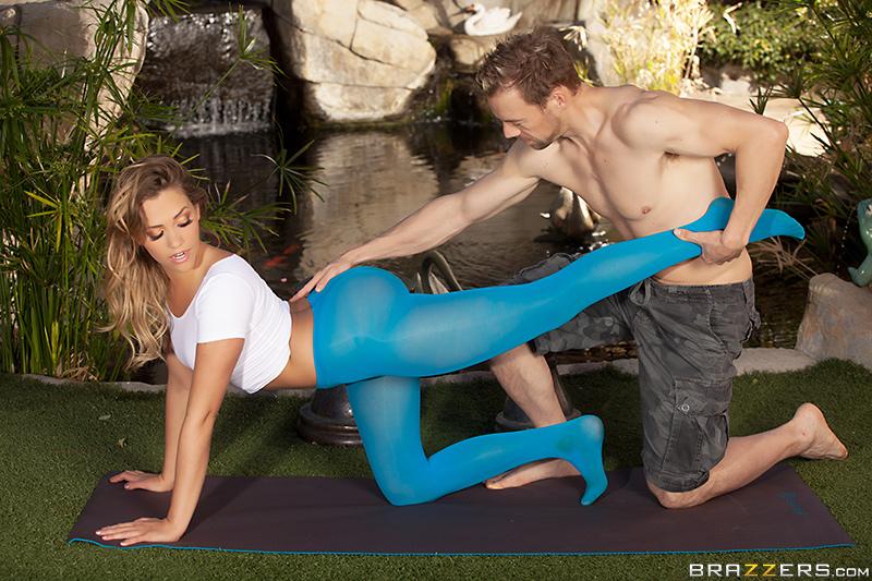 yoga class blonde