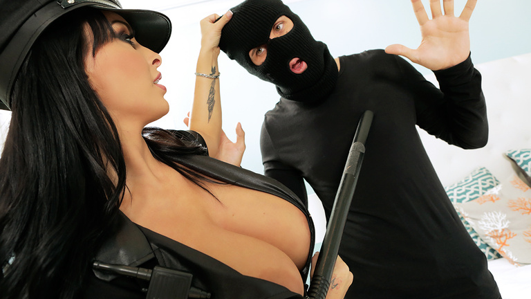 Sexy-police-woman-Holly-Halston,-xxx-video