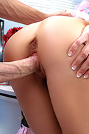 Deep Throat porn video – Cock Easy Cooking With Sindy
