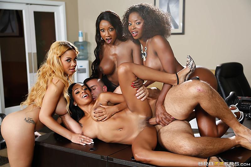 Sex *_* ebony masturbates in office BABE