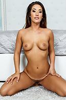 Eva Lovia15