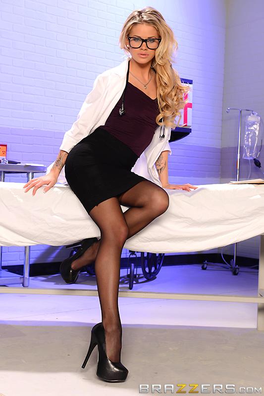 Доктор Jessa Rhodes не стисняется трахаться в палате