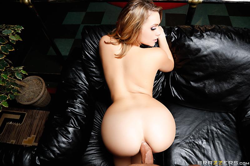 Pornstars Like It Big – Mia Gets Closer – Mia Malkova & Danny Mountain