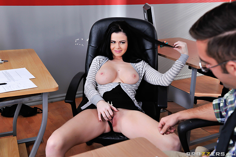 Девушка с большимим сиськами трахается с учителем