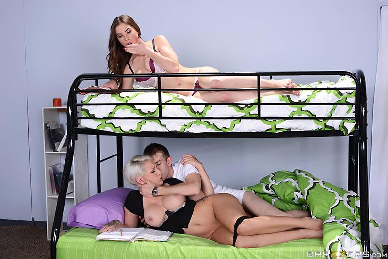 dormitorio de la universidad putas del metro