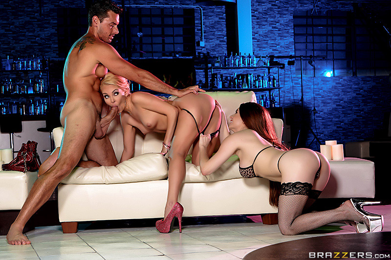 porno-roliki-hd-striptiz