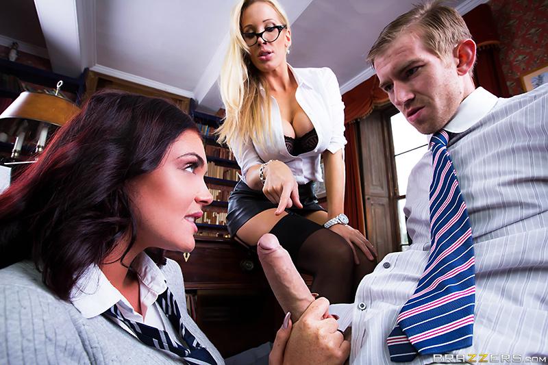 Директор насадил на свой член дерзкую ученицу