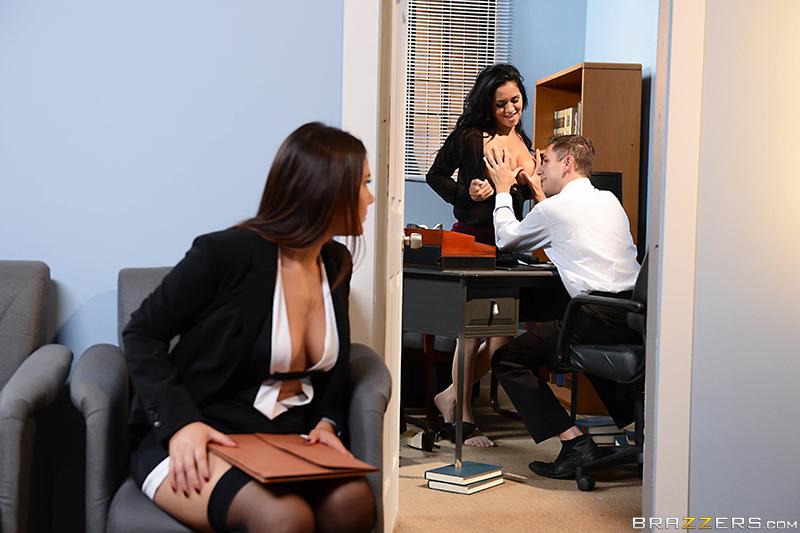 Девушки ради работы готовы на все, даже на секс