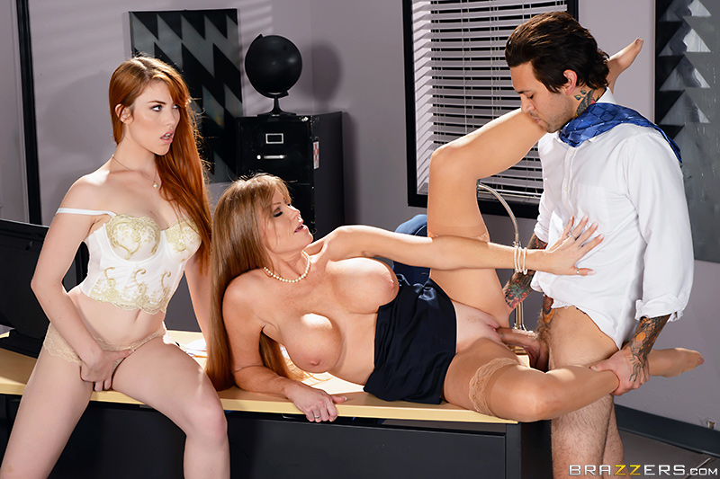 Brazzers - Applicant Cunt - Darla Crane, Gwen Stark & Small Hands - Moms In Control
