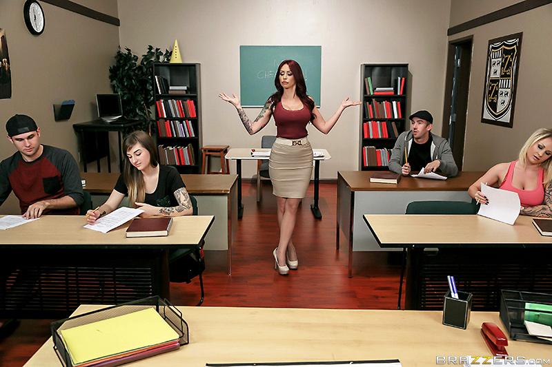 En las clases el maestro de la sala de prensa pron en el estudiante