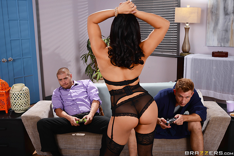 Brazzers - Let's Both Fuck Her - Mia Li, Bill Bailey & Xander Corvus - Big Butts Like It Big