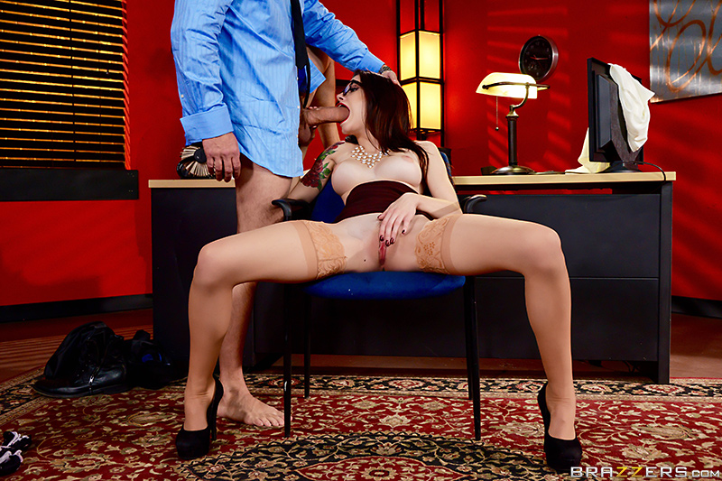 The In-Her View Anna De Ville & Preston Parker