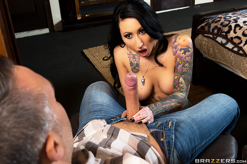 Brazzers Exxtra – Dollars For Inches – Lily Lane & Keiran Lee