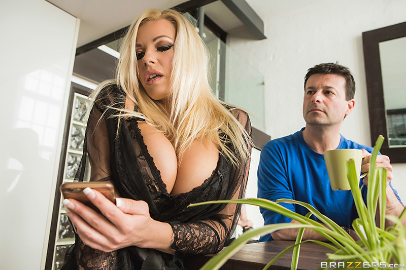 Michelle Thorne - Brazzers - Milfs Like It Big - Fucking The Invisible Man